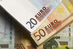 Im aktuell von der Europäischen Zentralbank favorisierten Austrittsszenario werden alle Scheine, auf denen die griechische Buchstaben EYPΩ (=griech. für Drachme) aufgedruckt sind, schlagartig entwertet.