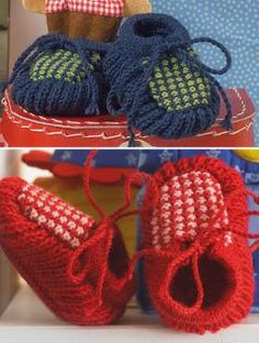 A and B Baby's Booties pattern: Clever construction combines fisherman's rib for the sole and a mosaic pattern for the rest of the foot!