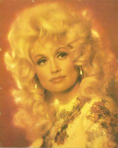 Dolly Parton I'm a girl left alone There's no hope for me I'm tossed and thrown Like a ship on the sea Dolly Parton Pictures, Celebrities Then And Now, Country Music Singers, Female Actresses, Hello Dolly, Vintage Hairstyles, Punk Fashion, Beautiful People, Hollywood