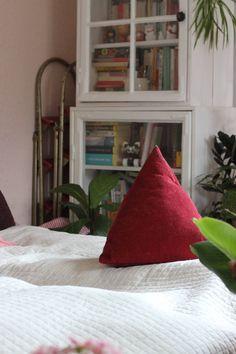 Oravanpesä: TAMMIKUUN KUULUMISIA, Throw Pillows, Rugs, Bed, Home Decor, Farmhouse Rugs, Toss Pillows, Decoration Home, Cushions, Stream Bed