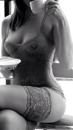 le monde noir 🖤 (@lemondenoir_) / Twitter Hot Lingerie, Café Sexy, Fotografie Portraits, Sexy Coffee, Sexy Women, Babydoll, Bustiers, Beautiful Lingerie, Socks