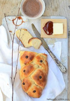hello homemade milk bread with hip marmalade, butter and hot chocolate!photography and food styling by Panka Milutinovits / hello garlic!