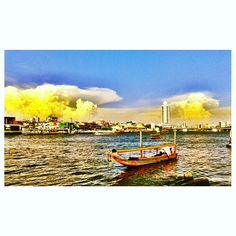 A boat in Chaophraya River
