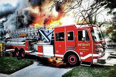 Detroit Fire Department Ladder Truck 17   Shared by LION