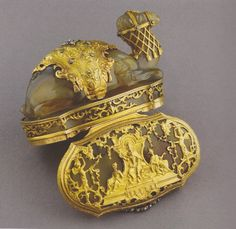 Agate, diamond and gold box.