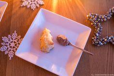 joulutorttuja twistillä: tee luumuinen täytemousse sekoittamalla luumumarmeladia ja kermavaahtoa samassa suhteessa.   http://kaikkimitahalusin.indiedays.com/2014/11/24/maistuis-varmaan-sullekin-luumu-nimittain/