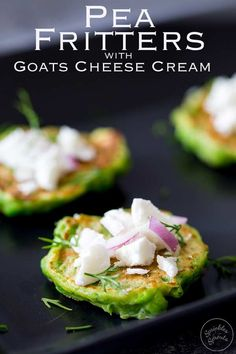 Pea Fritters with Goats Cheese Cream Vegetarian Finger Food, Vegetarian Appetizers, Yummy Appetizers, Vegetarian Recipes, Wedding Appetizers, Healthy Recipes, Canapes Recipes, Avocado Recipes, Appetizer Recipes