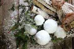 In Texas we don't get to experience too much snow, so I loved these decorative handmade snowballs and thought it would make a fun DIY post! No matter where you live, these snowballs will make a fun and whimsical addition to your Christmas decor andcan even be displayed beyond the…