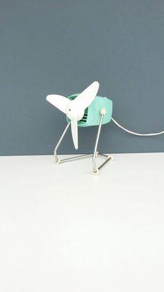 Vintage electric desk fan retro desk fan aqua by BravaVintage Retro Desk, Retro Office, Desk Fan, Electric Fan, Vintage Industrial, Industrial Design, Retro Home Decor, Vintage Handbags, Simple Designs