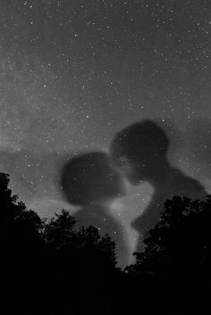 Romeo and Juliet were star-crossed lovers (intro) Black Aesthetic Wallpaper, Aesthetic Iphone Wallpaper, Aesthetic Wallpapers, Night Aesthetic, Black And White Aesthetic, Dark Wallpaper, Stargazing, Aesthetic Pictures, Cute Wallpapers