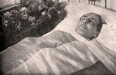 Búscame en el ciclo de la vida: 1329. El cadáver de Machado.