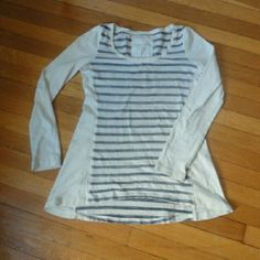 """Anthro swing long line top Pure and Good.  Cream and grey swing top.  Longer in back 26"""" front 23"""" excellent condition.  Open to offers Anthropologie Tops Tees - Long Sleeve"""