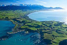 A déli sziget kis tengerparti városkája, Kaikoura igazi menedéket jelent a tenger és a halételek szerelmesei számára. A tengerpartról lehetőségünk nyílik megcsodálni a medvefókákat, delfineket, nagy ámbrásceteket és albatrosz-féléket is. A parton tett kellemes sétálás után igazi felüdülést jelent megkóstolni a helyi folyami rák, kék kagyló és tengeri halkülönlegességeket. A természet szerelmesei biztosan élvezni fogják a Kaikura vad és drámai erdejében tehető kalandozásokat...