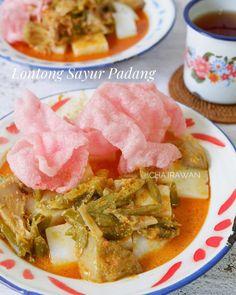 Resep lontong sayur Instagram Fruit Salad Recipes, Snack Recipes, Dinner Recipes, Cooking Recipes, Snacks, Padang, Indonesian Food, Indonesian Recipes, Diy Food