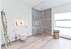 Stueetagens store badeværelse