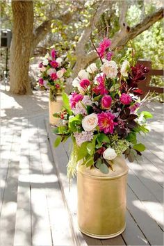 gold painted milk cans holding wedding floral arrangements Odds yellow wedding flowers names Pale pink arrangement. Floral Wedding, Rustic Wedding, Wedding Flowers, Long Flowers, Wedding Country, Wedding Gold, Chic Wedding, Trendy Wedding, Wedding Centerpieces