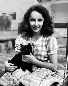 oo! this time it's a black cat and 40's Liz!