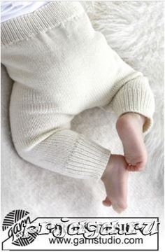 """Cozy and cute / DROPS baby - free knitting patterns by DROPS design Knitted DROPS pants in """"Baby Merino"""". Free patterns by DROPS Design. Knitting , lace processing is the most beautiful ho. Baby Leggings, Baby Pants Pattern, Crochet Baby Pants, Knit Crochet, Knitted Baby, Baby Knits, Knit Baby Sweaters, Free Crochet, Baby Knitting Patterns"""