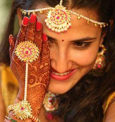We ship all over the world. Also Available punjabi jutti gota mehndi jewelry… Designs Henna, Bridal Mehndi Designs, Flower Jewellery For Mehndi, Flower Jewelry, Gota Patti Jewellery, Handmade Bracelets, Handmade Jewelry, Dragon Bracelet, Indian Bridal Fashion