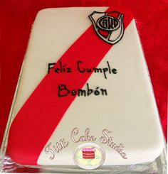 A Cake for a River Plate Team Fan #riverplate Papi, Cake Ideas, River, Happy, Knight, Butterflies, Pies, Rivers