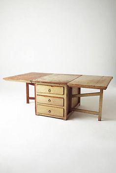Stabiler Tropfenblatt-Tisch