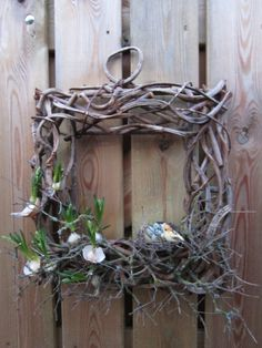Love the square wooden wreath and sweet little bird!!