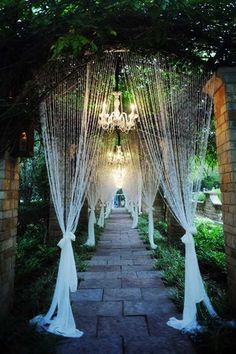 Such an enchanted walkway! Photo: Andrea Polito Photography