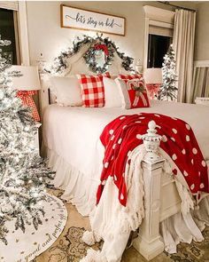 40 Cozy Christmas Bedroom Decor Ideas For You - Page 2 of 4 - Septor Planet Christmas Style, Days Till Christmas, Christmas Time Is Here, Cozy Christmas, Country Christmas, All Things Christmas, Xmas, Cheap Christmas, Christmas Pillow