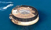 Fortaleza victoriana en el medio del mar convertida en un hotel de lujo