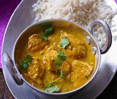 Chicken Korma: indisches Hühnchen-Rezept auf for me Indian Chicken Recipes, Indian Food Recipes, Asian Recipes, Chicken Korma Recipe, Chicken Curry, Bangladeshi Food, Bengali Food, Good Food, Yummy Food