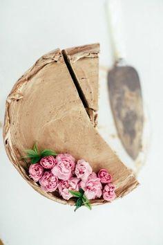 Hazelnut cake with roses