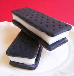 These ice cream sandwich soaps look good enough to eat! Each one has a chocolate scent added and looks just like the real thing. This soap would make a perfect gift, party favor, or even something spe