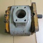 Pompa hidraulica de buldozer Komatsu D60A-6F . Pompa este functionala. Pret la cerere .  Pigorety impex mai ofera utilaje , piese si reparatii utilaje. Tel -0744332506 , 0754423612 ; Brasov , str Fanarului 2 ;  utilajec@yahoo.com , www.pigorety.ro