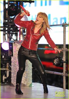 Taylor Swift: New Year's Eve Performance in Times Square!: Photo Taylor Swift hits the stage to perform for millions of people during Dick Clark's New Year's Rockin' Eve with Ryan Seacrest 2013 at Times Square on Monday (December… Taylor Swift New, Red Taylor, Swift 3, Times Square, Swift Photo, Sexy Older Women, Victoria Secret Fashion Show, Beautiful Celebrities, Catsuit