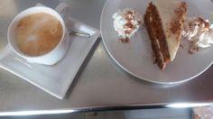 Porque te mereces lo mejor después de una semana dura qué tal una tarta de zanahoria con un café calentito? Te apetece? Pruébalo en #hichocolate #muelledeportivo #laspalmas #tartascaseras #lesesperamos
