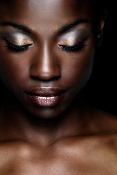 Makeup Black Skins - 21 Bridal Makeup Ideas Regardless of the origins and color of the skin, each woman has unique beauty and specific facial features. It is true that most often in our site we . Make Up Dark Skin Tone, Brown Skin, Brown Eyes, Metallic Eye Makeup, Gold Makeup, Beauty Skin, Hair Beauty, Pure Beauty, Black Beauty