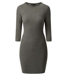 This dark grey midi dress is an essential versatile wardrobe piece - wear with a black faux fur gilet and ankle boots for a classic winter style.- Ribbed texture- Rounded neckline- 3/4 sleeves- Slim fit- Stretch fabric- Dress length: 35