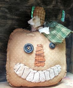 Halloween Raggedy Primitive Gold Jack O' Lantern shelf Primitive Fall Crafts, Primitive Pumpkin, Autumn Crafts, Pumpkin Crafts, Holiday Crafts, Primitive Christmas, Primitive Decor, Halloween Sewing, Fall Sewing