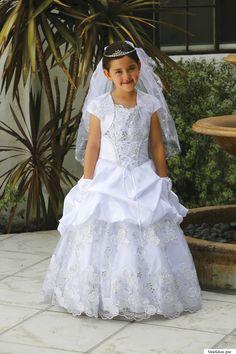 Vestidos de comunion Dresses For Less, Girls Dresses, Flower Girl Dresses, 1 Piece, Wedding Dresses, Flowers, Style, Fashion, First Communion Dresses