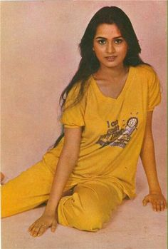 Young Actresses, Indian Actresses, Padmini Kolhapure, Bollywood Stars, Best Actress, Two By Two, V Neck, T Shirts For Women, Vintage