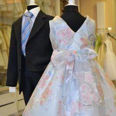 Além dos noivos, dos padrinhos, das damas de honor e dos convidados, a Agacri Couture complementa a sua oferta com roupa de criança para todo o tipo de cerimónias. Contacte-nos ou visite-nos e deixe-se surpreender pela originalidade, alegria e conforto das nossas roupas para criança. Victorian, Couture, Dresses, Fashion, How To Dress Cool, Grooms, Kid Outfits, Joy, Groomsmen