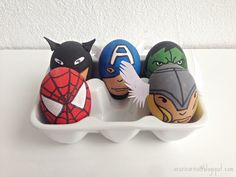 Superhero Easter egg decorating idea from Acecorico