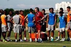 Abel Braga inova em variações táticas na equipe do Fluminense