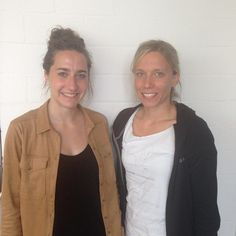 Zwischen Länderspielen und Lerngruppen: Nina und Miriam studieren an der FAU und sind Teil der deutschen Fußball-Uni-Nationalmannschaft. Wie das Leben zwischen Uni und Leistungssport ausssieht könnt ihr im Blog meineFAU nachlesen. (Bild: Milena Kühnlein)