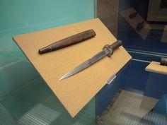 Bollock dagger first half of 14th century, Brno, Bohemia - reconstruction