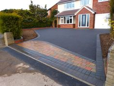 Tarmac Cost and the Average Price to Lay a Tarmac Driveway Front Garden Ideas Driveway, Driveway Design, Driveway Entrance, Driveway Landscaping, Tropical Landscaping, Landscaping Design, Landscaping Plants, Walkway, Block Paving Driveway
