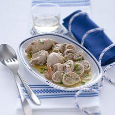 I totani si riempiono di un cuore di olive e capperi per un concentrato di sapore da servire a rondelle nel piatto. Scopri la ricetta di Sale&Pepe.