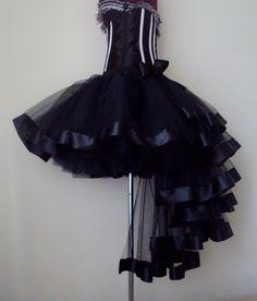 Jupe Tutu noir superbe jupe 12 / 14 po à lavant avec une longue agitation à larrière garnie de ruban de satin noir profond.
