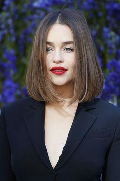 Emilia Clarke – Cheveux et Maquillage Medium Length Hair Straight, Medium Hair Cuts, Short Hair Cuts, Medium Hair Styles, Curly Hair Styles, Haircut Medium, Short Straight Bob, Trending Hairstyles, Bob Hairstyles