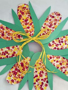Thanksgiving is just around the corner, and teacher time is tighter than ever. Here's a cornucopia of quick, creative ideas for ways your students can show they are thankful. Easy Fall Crafts, Thanksgiving Crafts For Kids, Thanksgiving Activities, Autumn Activities, Family Thanksgiving, K Crafts, Wreath Crafts, Crafts For Seniors, Crafts For Teens